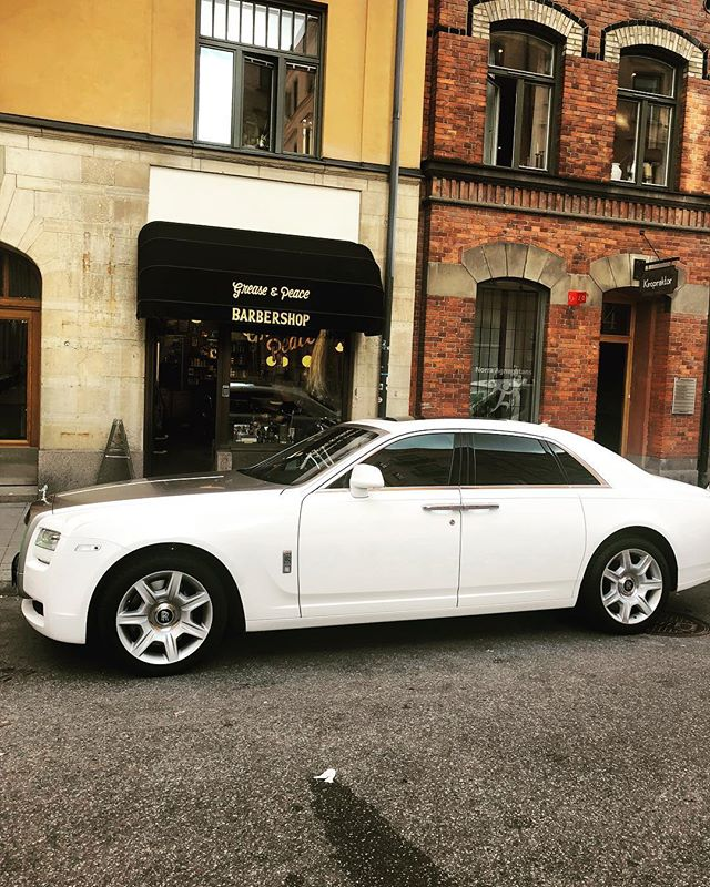 The barbershop looks great with the rolls-Royce Phantom out side the shop . Grease and peace has a lot of gangsters and Pimps .GP 4 life . ☮️